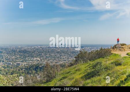 Los Angeles, California/USA - 8 de abril de 2018 sendero Griffith Park. La zona es famosa por su cartel de Hollywood, el Observatorio Griffith y el espectáculo