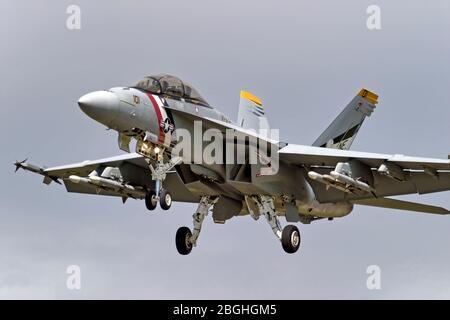 RAF Fairford, Gloucestershire / Reino Unido - Julio 17 2004: Un Boeing F/A-18F Super Hornet de la Marina de los Estados Unidos en el Royal International Air Tattoo 2004