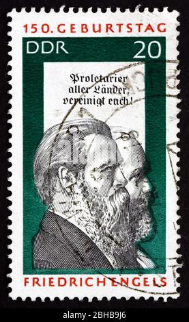 GDR - ALREDEDOR de 1970: Un sello impreso en la RDA muestra a Friedrich Engels y Karl Marx, Científico Social, teórico político y Marxista, alrededor de 1970