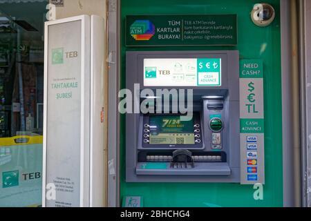 ATM de la sucursal de TEB Tahtakale en Eminonu, Estambul - Turquía.
