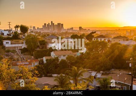 Vista del horizonte del centro al atardecer, los Ángeles, California, Estados Unidos de América