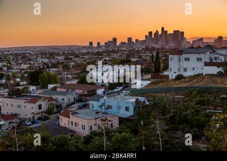 Vista del centro DE LOS ÁNGELES desde los suburbios al atardecer, los Ángeles, California, Estados Unidos de América, América del Norte