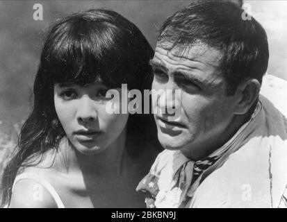 MIE HAMA, SEAN CONNERY, sólo se vive dos veces, 1967 Foto de stock
