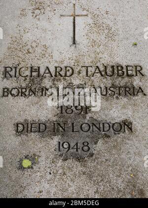 Lápida de Richard Tauber, tenor operático, en el cementerio de Brompton, Kensington, Londres