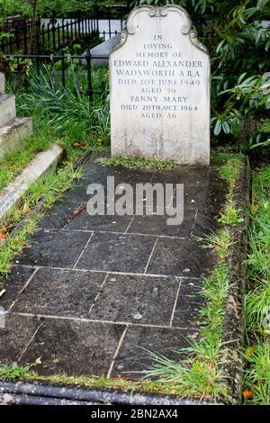 Tumba de Edward Wadsworth, ARA en el Cementerio Brompton, Kensington, Londres; uno de los cementerios de Londres 'Magnificent Seven'.