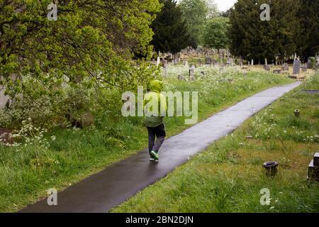 Walker en el cementerio de Brompton, Old Brompton Road, Kensington, Londres; uno de los siete magníficos cementerios