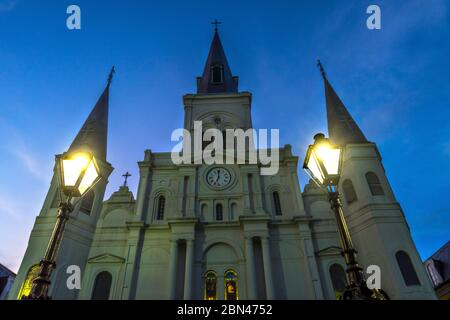 Tarde Basílica de San Luis Catedral más antigua fachada Catedral Estados Unidos Nuevo Oleans Louisiana. Construido 1718 Louis Rey de Francia más tarde Sain