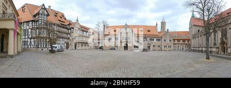 Brunswick, Alemania. 1 de abril de 2020. El panorama muestra la plaza vacía del castillo en Braunschweig. Para frenar la propagación del coronavirus, el gobierno federal ha restringido considerablemente la vida pública. Crédito: OLE Spata/dpa/Alamy Live News