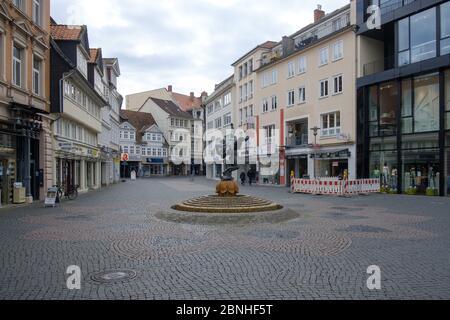 Brunswick, Alemania. 1 de abril de 2020. La zona peatonal vacía en Braunschweig. Para frenar la propagación del coronavirus, el gobierno federal ha restringido considerablemente la vida pública. Crédito: OLE Spata/dpa/Alamy Live News