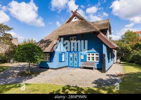Alemania, Mecklemburgo-Pomerania Occidental, costa del Mar Báltico, Ahrenshoop, Ostseebad, Kunstkaten, galería de arte, sala de exposiciones