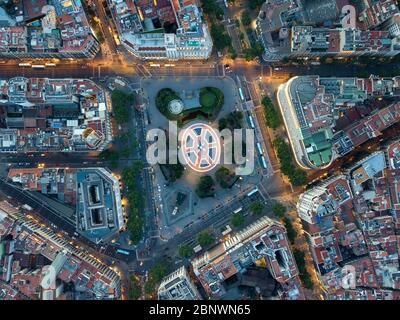 Vista aérea de la Plaza de Cataluña o Plaza Cataluña una plaza principal en el centro de Barcelona, Cataluña España. Plaza de Catalunya o Plaza de