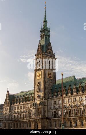 Hamburgo / Alemania - 21 de febrero de 2017: Ayuntamiento de Hamburgo, Hamburger Rathaus, sede del gobierno local de la Ciudad libre y Hanseática de Hamburgo, Germa