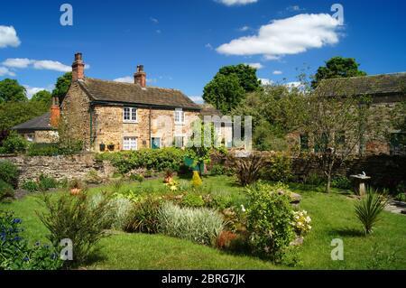 Reino Unido, South Yorkshire, Rotherham, Wentworth, cabañas al lado de la B6090