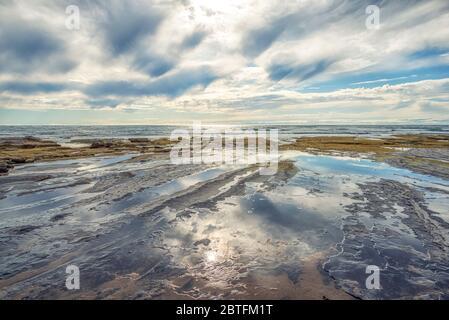 Escena costera en una tarde de invierno desde el Parque Natural Sunset Cliffs. San Diego, California, EE.UU.