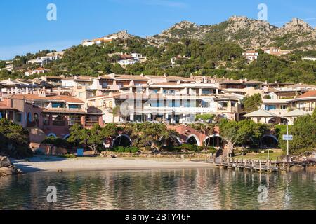 Playa en Marina Sando, Porto Cervo, Costa Smeralda, Provincia de Sassari, Cerdeña, Italia, Mediterráneo, Europa