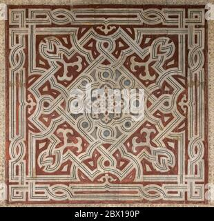 Detalle de paneles de mármol en el vestíbulo, complejo Sultan Hasan, el Cairo, Egipto