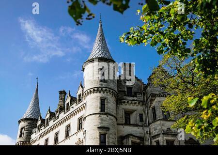Detalle de fachada del majestuoso Castillo Dunrobin, la sede familiar del conde de Sutherland y el Clan Sutherland.