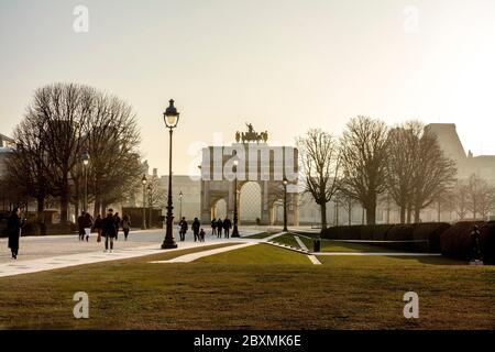 Arc de Triomphe de Carrousel y Museo del Louvre, París, Isla de Francia, Francia