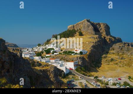 Acrópolis en la antigua ciudad griega Lindos, isla de Rodas, Grecia en el día soleado