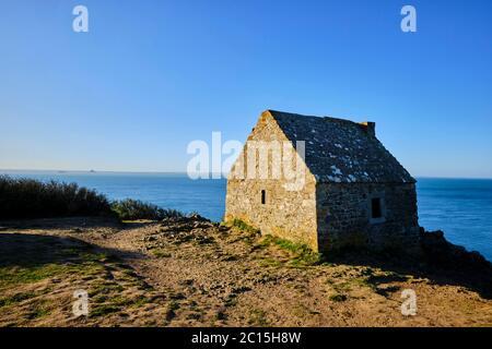 Francia, Normandía, departamento de la Mancha, Cotentin, Mont-Saint-Michel Bay, Carolles, Champeaux acantilado, Vauban cabaña