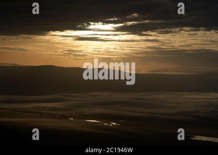Ngorongoro Crater Tanzania Serengeti África mañana paisaje paisaje paisaje escénico amanecer