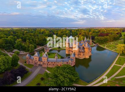 Vista panorámica aérea del Castillo de Haar, un monumento neoclásico, Haarzuilens, Utrecht, países Bajos, Foto de stock