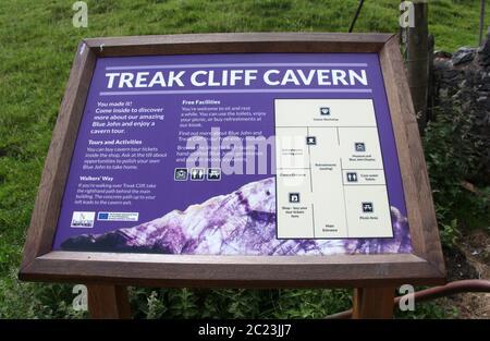 Treak Cliff Cavern tablero de información en Castleton