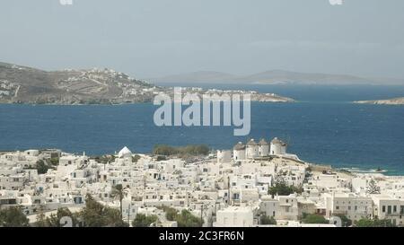 amplia vista de la ciudad de chora en mykonos Foto de stock