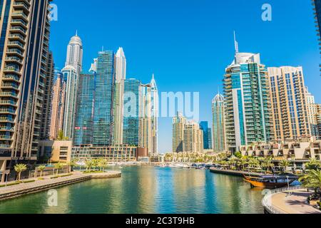 Dubai, Emiratos Árabes Unidos, 25 de enero de 2020: Dubai Marina