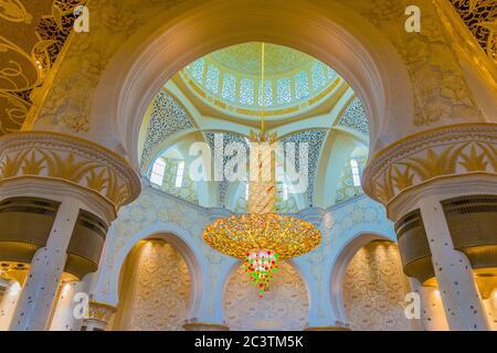 Abu Dhabi, Emiratos Árabes Unidos, 23 de enero de 2020: Gran mezquita Sheikh Zayed