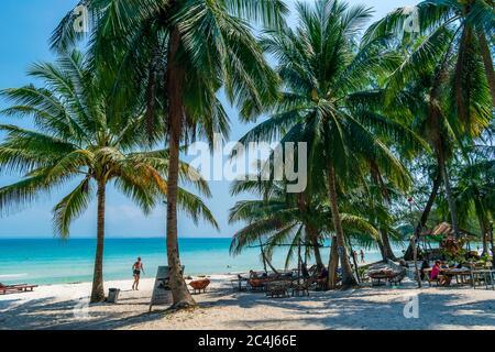 Coconut Beach, Koh Rong, Camboya- Feb, 2020 : un hermoso día soleado en la playa de Coconut Beach, Koh Rong, Camboya