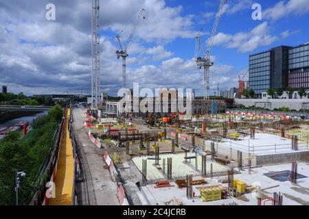 Londres, Inglaterra – 2020 : sitio de construcción de East Bank/ Stratford Waterfront, Queen Elizabeth Olympic Park Foto de stock