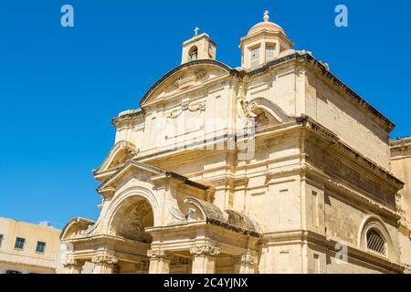 Fachada de la Iglesia de Santa Catalina de Alejandría (Santa Catalina de Italia) - Iglesia Católica Romana en Valletta, malta