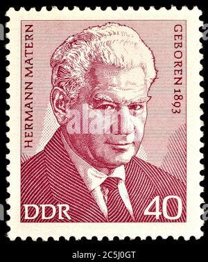 Sello de franqueo de Alemania Oriental (1973) : Hermann Matern (1893 - 1971) político de Alemania Oriental