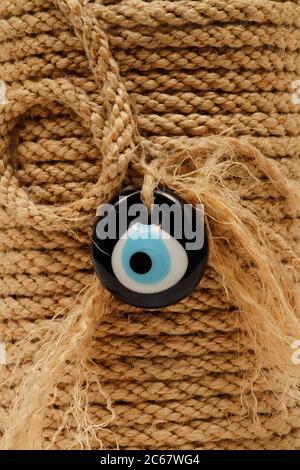 Ojo malo bead.Ojo malo decorativo bead hecho con cuerda. Recuerdo hecho con cuentas del ojo del mal.ornamento del ojo del mal hecho a mano.el ojo del mal protege a gente.