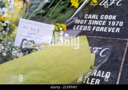 Memorial del futbolista inglés y ganador de la Copa Mundial 1966, Jack 'Jackie' Charlton, Leeds United Football Ground, Elland Road Leeds Sábado 11 de julio de 2020 murió el viernes 10 de julio de 2020 a los 85 años Foto de stock