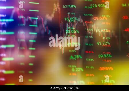 Concepto de mercado de valores y fintech. Gráficos digitales en azul borroso sobre fondo azul oscuro. Interfaz financiera futurista.