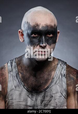 Retrato de un joven calvo con efecto de rehecho sucio