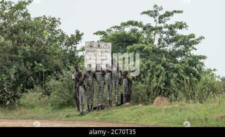 22-karo-man-omo-river-ethiopia   Viajes fotograficos al