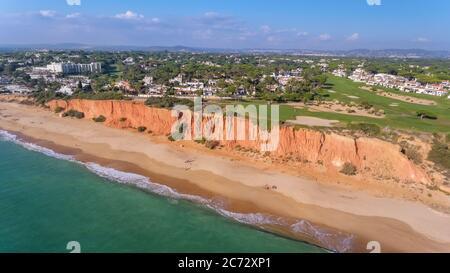 Parque de Golf aéreo Vale de Lobo, Vilamoura, Portugal. Un lugar estupendo para relajarse con vistas a la playa y al océano.