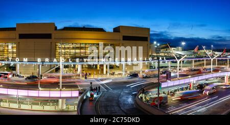 Los Angeles, California - 14 de abril de 2019: Terminal del aeropuerto internacional de los Angeles (LAX) en California.