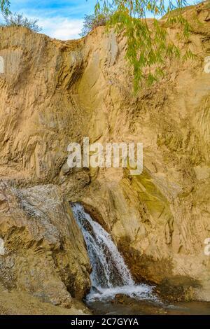Pequeña cascada en el parque nacional del leoncito, distrito de calingasta, provincia de san juan, argentina Foto de stock