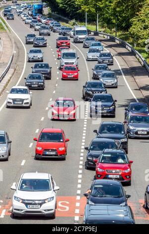 Brighton Reino Unido 18 de julio de 2020: Atascos de tráfico en la A23 llegando a Brighton el sábado por la mañana.
