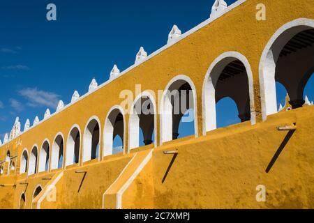 El Convento de San Antonio o San Antonio de Padua fue fundado en 1549 y completado en 1562. Fue construido sobre la base de una gran pirámide maya.