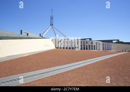 CANBERRA, AUSTRALIA - 8 DE NOVIEMBRE de 2009: El Parlamento es el lugar de reunión del Parlamento de Australia situado en Canberra. Fue inaugurado el 9