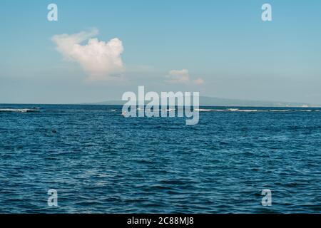 Mar en la playa de Sanur Foto de stock