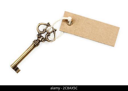 llave antigua con etiqueta en blanco aislada sobre blanco Foto de stock