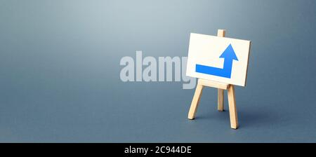 Caballete con una flecha derecha azul. Dirección a la derecha. Publicidad, que indica la ubicación del objeto de tienda. Minimalismo. Navegación,