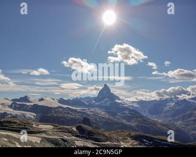 Vista al monte Matterhorn desde Gornergrat sobre Zermatt en los alpes suizos