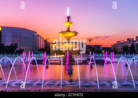 Bucarest, Rumanía. La fuente Unirii al amanecer.